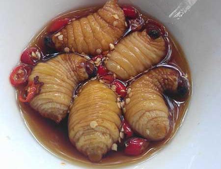 Món ăn kinh dị - Ăn đuông dừa sống