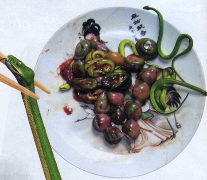 Món ăn kinh dị - Ăn bào thai rắn