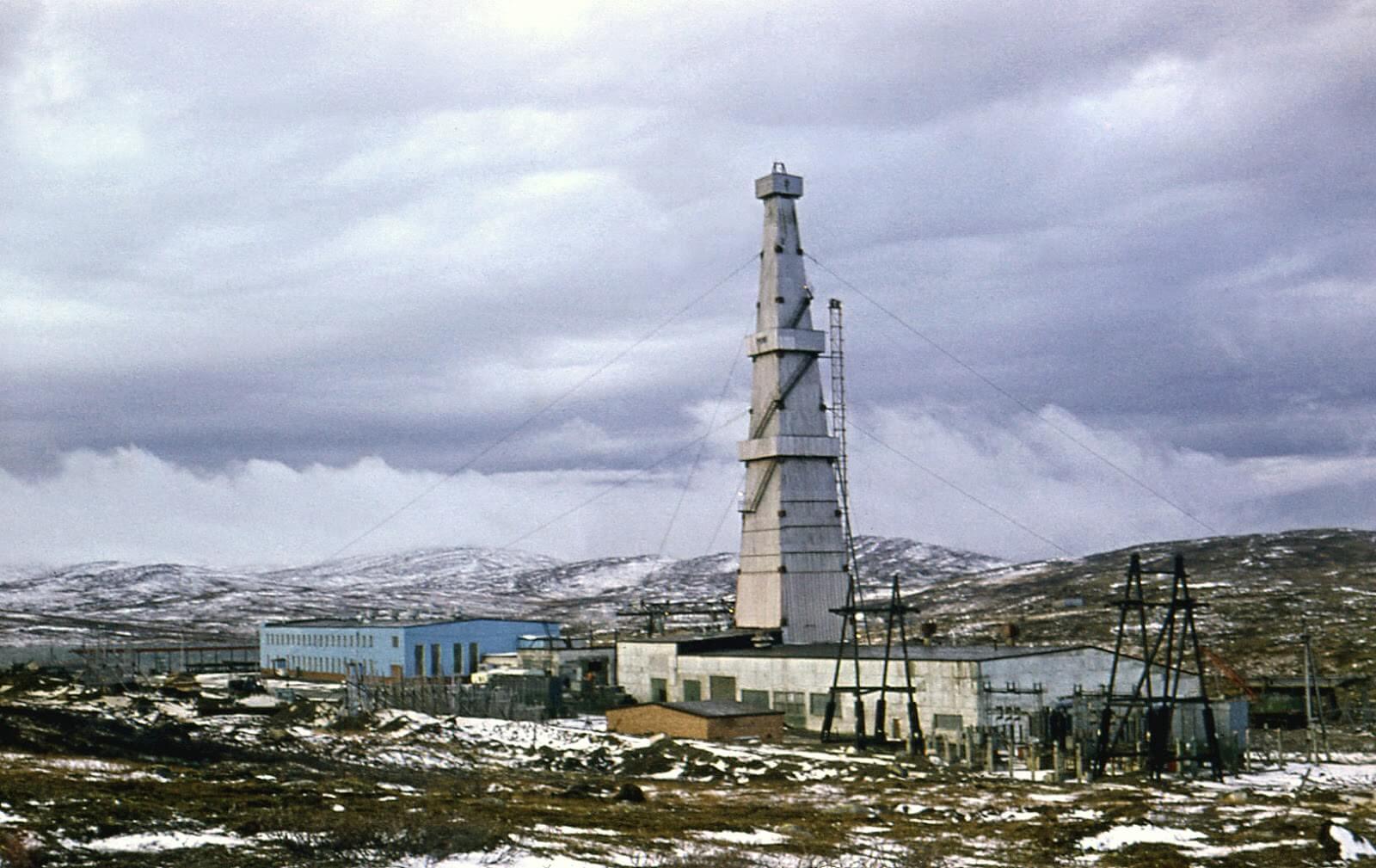 Giàn khoan kola của giai đoạn đầu tiên - độ sâu 7600m năm 1974